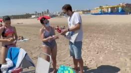 551 – El equipo de Revista de Sociedad se desplaza a la playa de la Patacona para descubrir cuánto sabe la gente sobre la protección solar