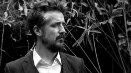 """469 – El artista manchego Carletti Porta nos presenta su nuevo videoclip """"No es tan grave""""."""